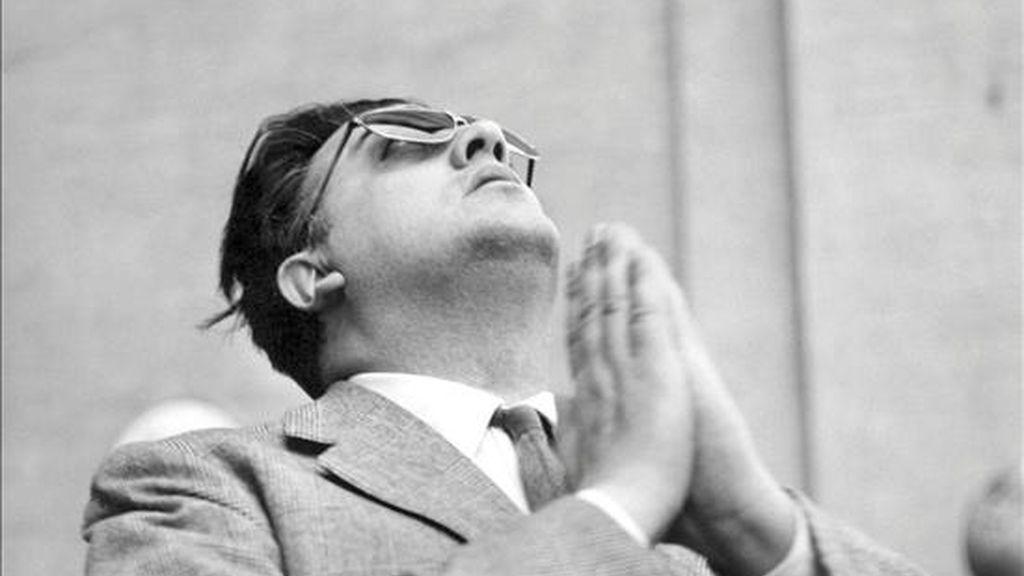 El cineasta Federico Fellini durante un homenaje en París (Francia). EFE/Archivo