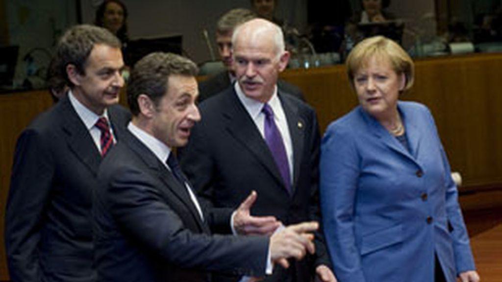 Sarkozy, Zapatero, Papandreu y Ángela Merkel, cuyo papel será clave en la recuperación de la nación helena. Foto: EFE