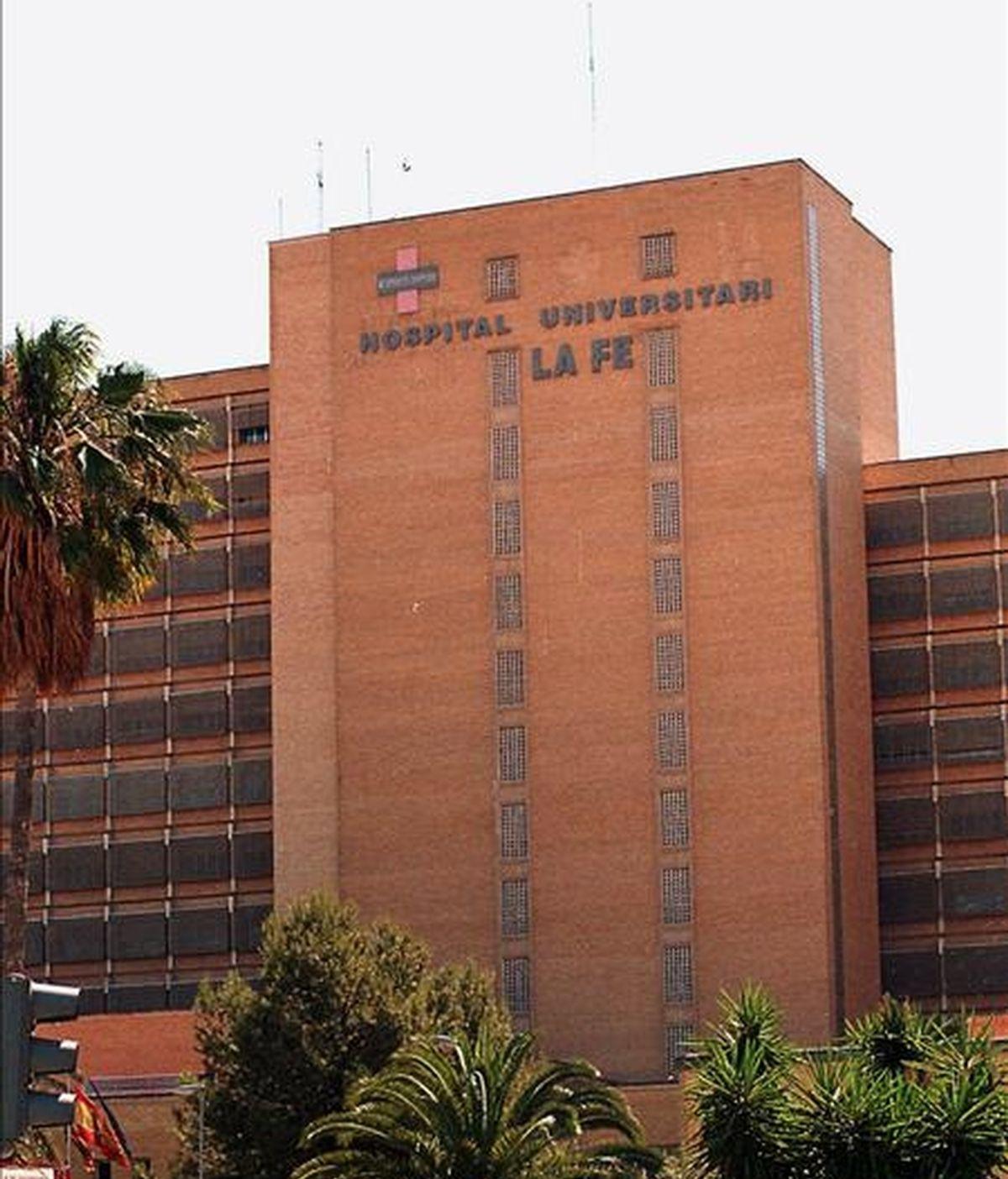 Fachada del Hospital Universitario La Fe de Valencia que ha recibido la autorización para realizar trasplantes de cara tras la publicación en el boletín oficial de la Comunidad el visto bueno. EFE/Archivo