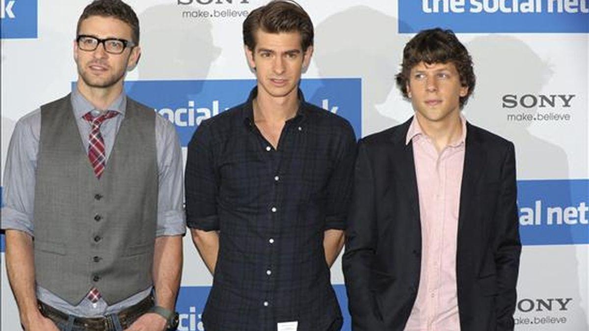 """De izquierda a derecha, los actores estadounidenses Justin Timberlake, Andrew Garfield y Jesse Eisenberg posan durante un pase gráfico de la película """"The Social Network"""". EFE/Archivo"""