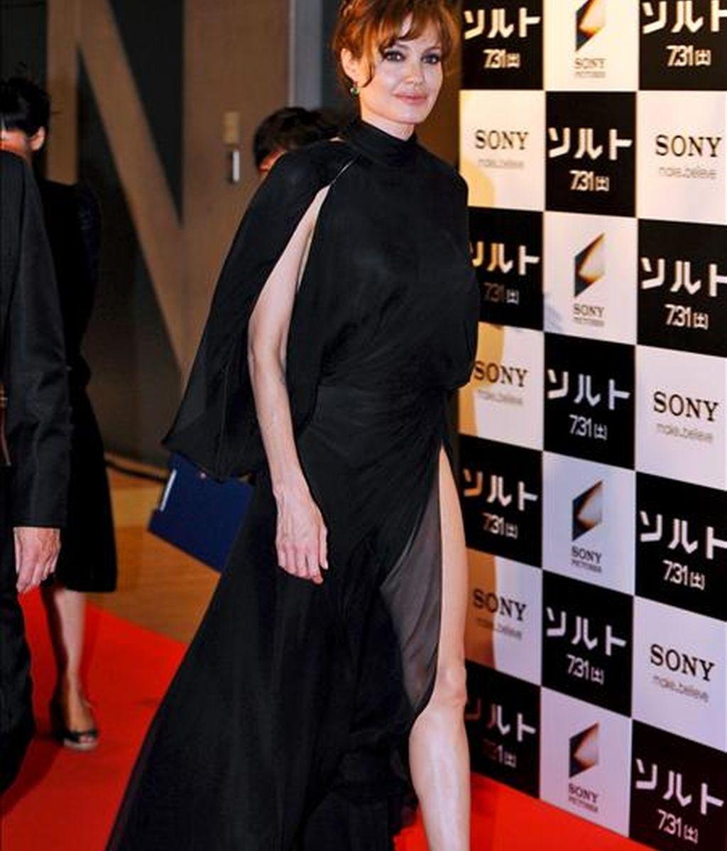 """La actriz estadounidense Angelina Jolie a su llegada hoy a la presentación de su última película """"Salt"""" en Tokio (Japón). La cinta dirigida por el australiano Phillip Noyce llega a las pantallas japonesas el 31 de julio. EFE"""