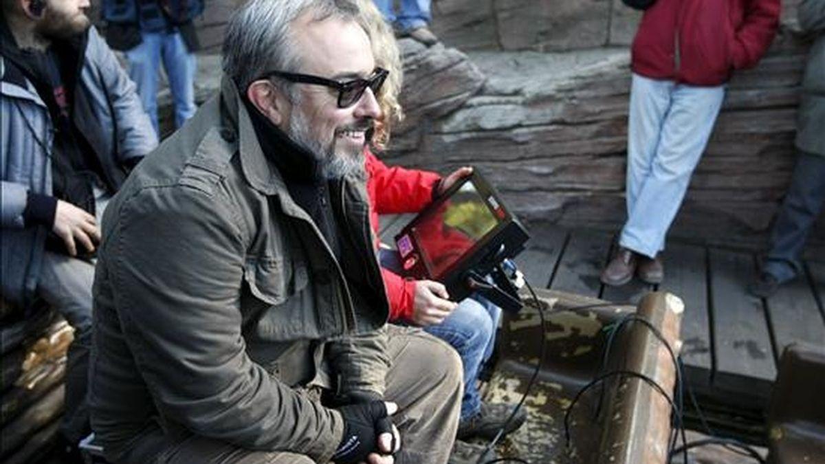 """El cineasta Alex de la Iglesia, durante el rodaje de la película """"Balada triste de trompeta"""". El cineasta ha sido galardonado con el Premio Nacional de Cinematografía 2010. EFE/Archivo"""