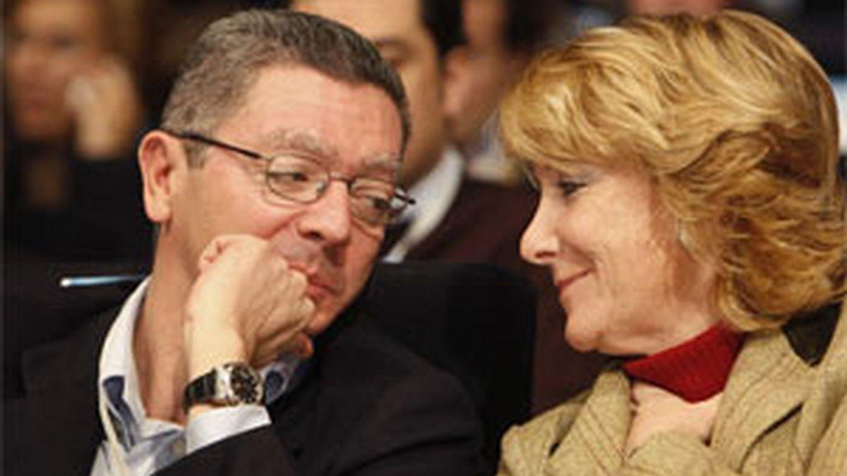 Alberto Ruiz-Gallardón junto a Esperanza Aguirre. Foto: Archivo.