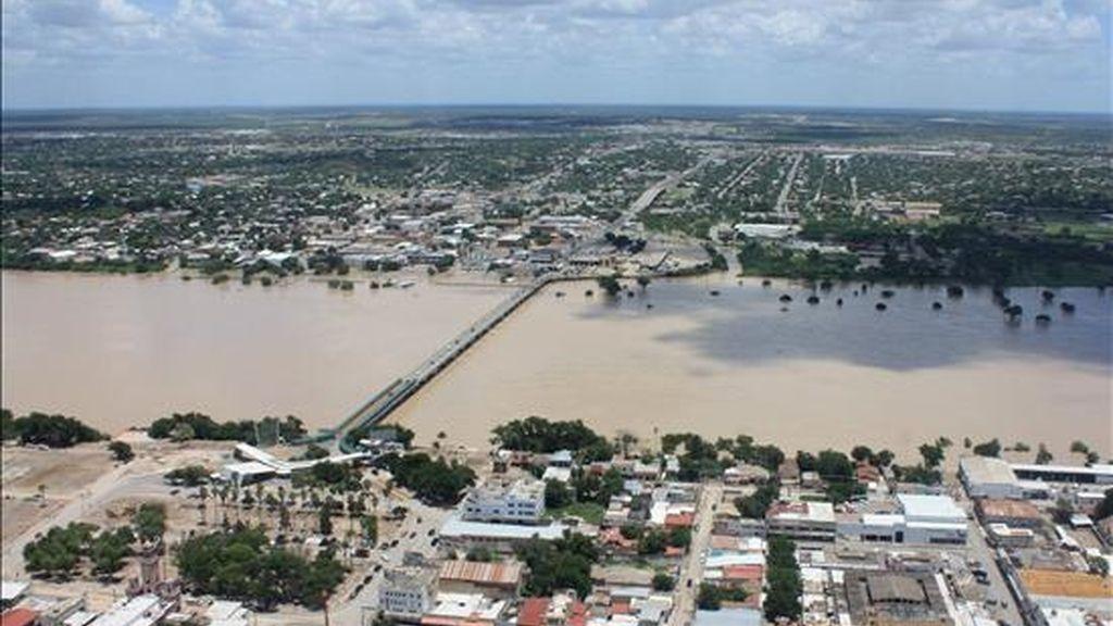 A ocho ascendió el número de muertos por el accidente de una avioneta que sobrevolaba una zona inundada.EFE/Archivo