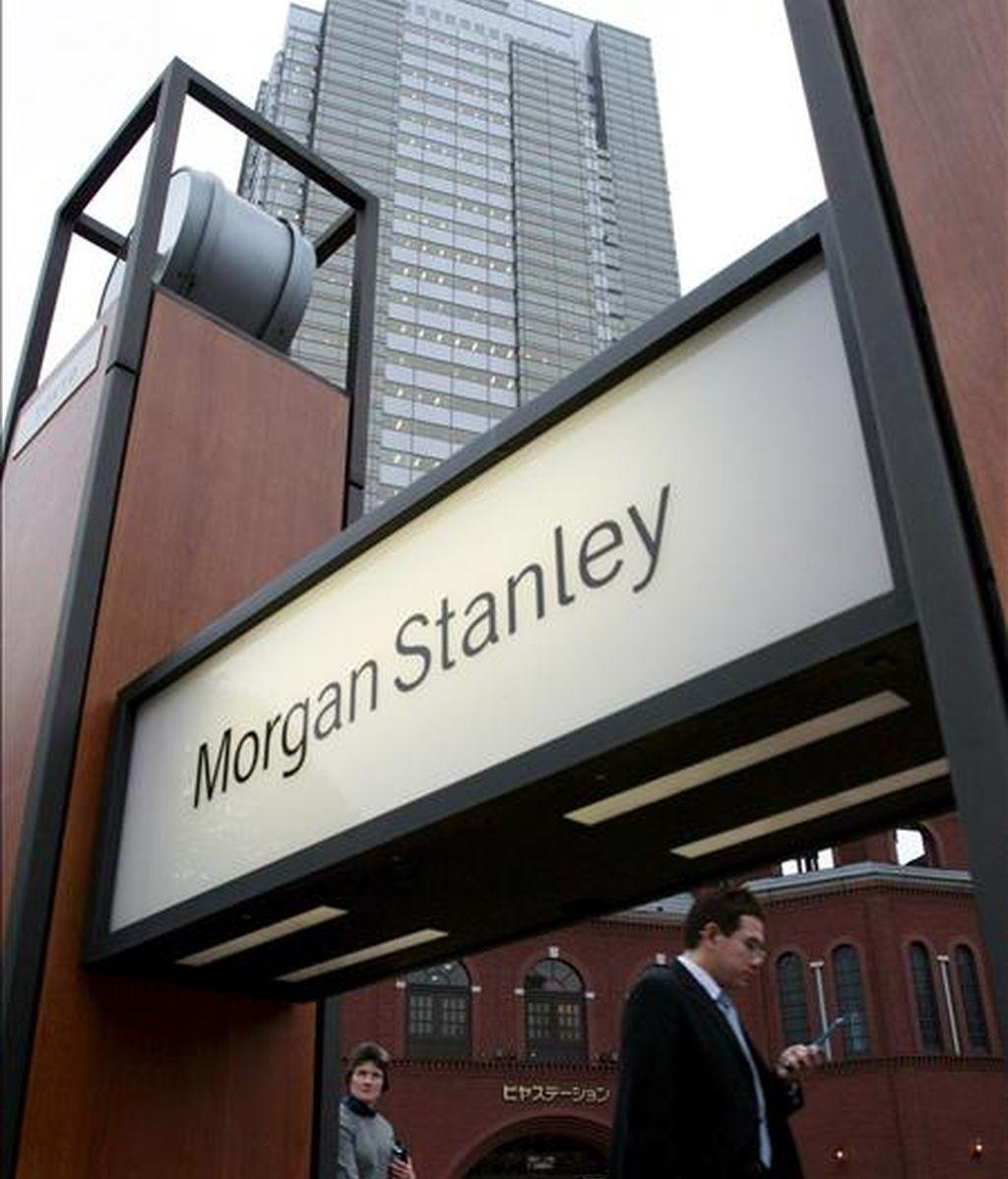 En las operaciones electrónicas que tenían lugar antes de que abriera la Bolsa de Nueva York las acciones de Morgan Stanley bajaban más de un ocho por ciento. EFE/Archivo
