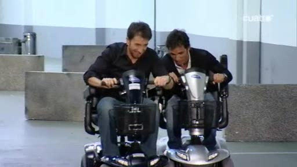 Pablo Motos y Toni Elías corren en motos de 125 años
