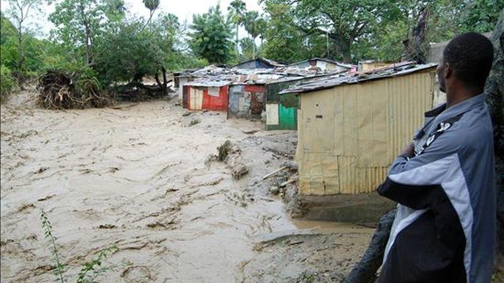 En la imagen, casas inundadas en el municipio de Tamboril, en la provincia de Santiago, al norte de República Dominicana, donde las autoridades emitieron una alerta máxima debido a las lluvias que caen sobre el país. EFE