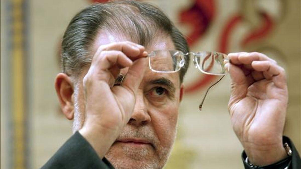 El ministro de Justicia, Mariano Fernández Bermejo, momentos antes de su comparecencia esta tarde en la Comisión de Justicia del Congreso. EFE