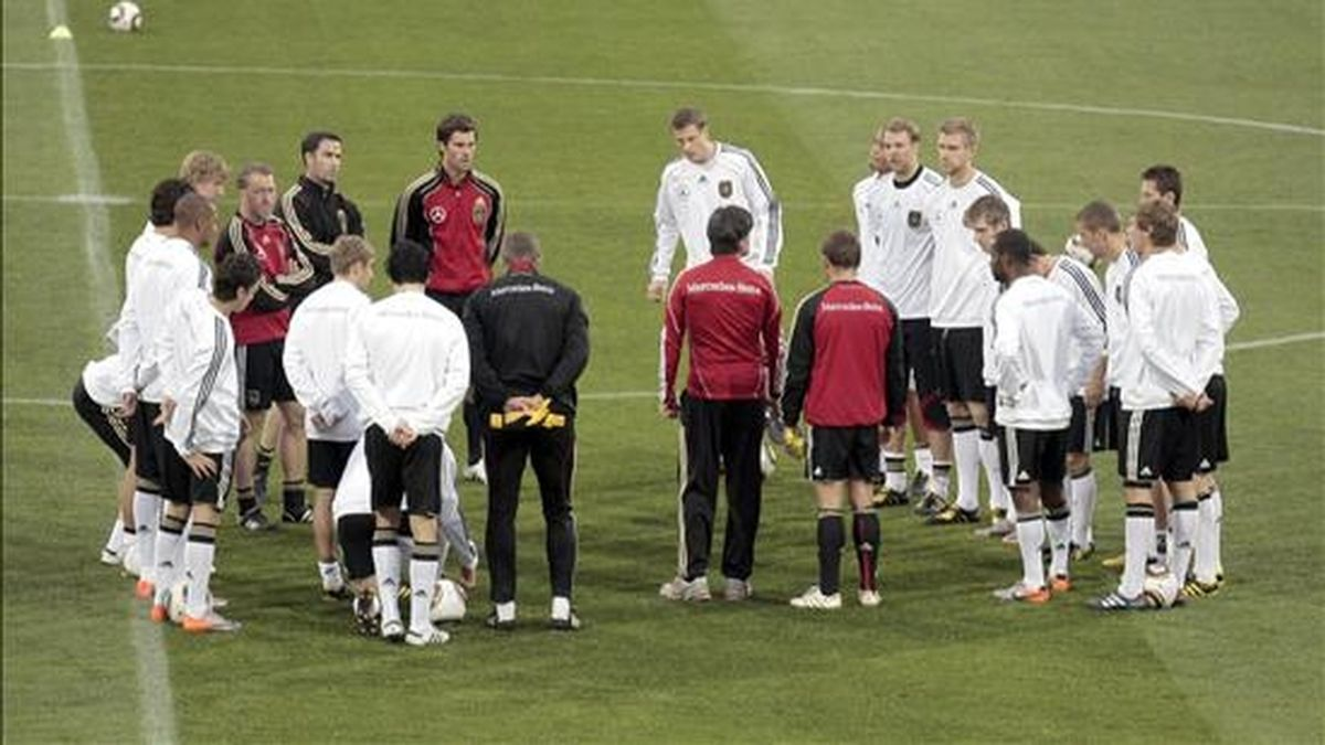 Los jugadores alemanes durante el entrenamiento que realizaron en el Super Stadium en la localidad de Atteridgeville. EFE
