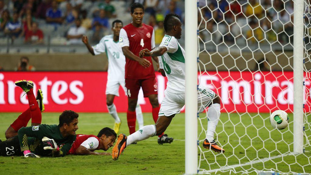 Gol: Tahití 1-4 Nigeria (min.69)
