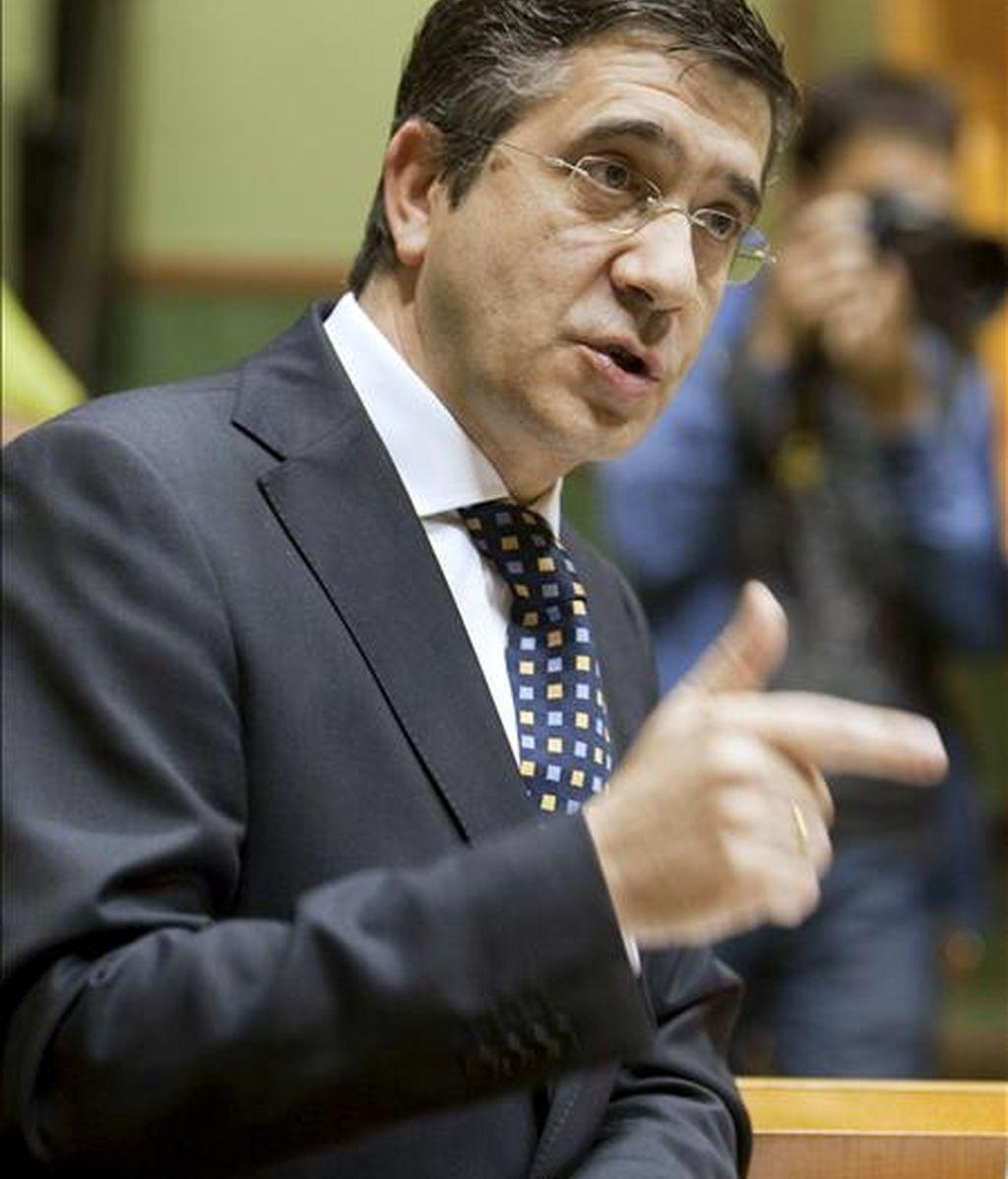 El lehendakari, Patxi López, durante su intervención en el pleno de control al Ejecutivo que hoy se celebra en el Parlamento Vasco. EFE