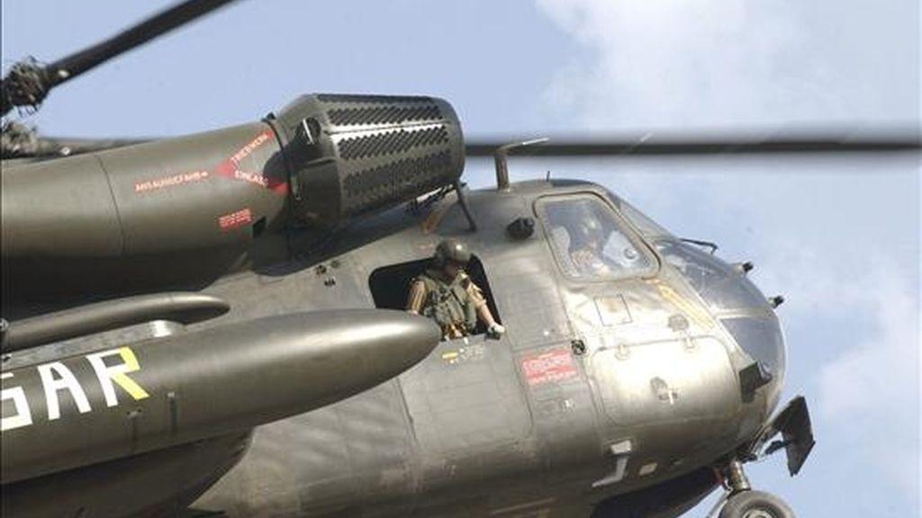 Nueve soldados de la Fuerza Internacional de Asistencia a la Seguridad (ISAF) murieron hoy al estrellarse su helicóptero en el sur de Afganistán, afirmó la organización, que informó además de la muerte de 14 insurgentes en un bombardeo. EFE/Archivo