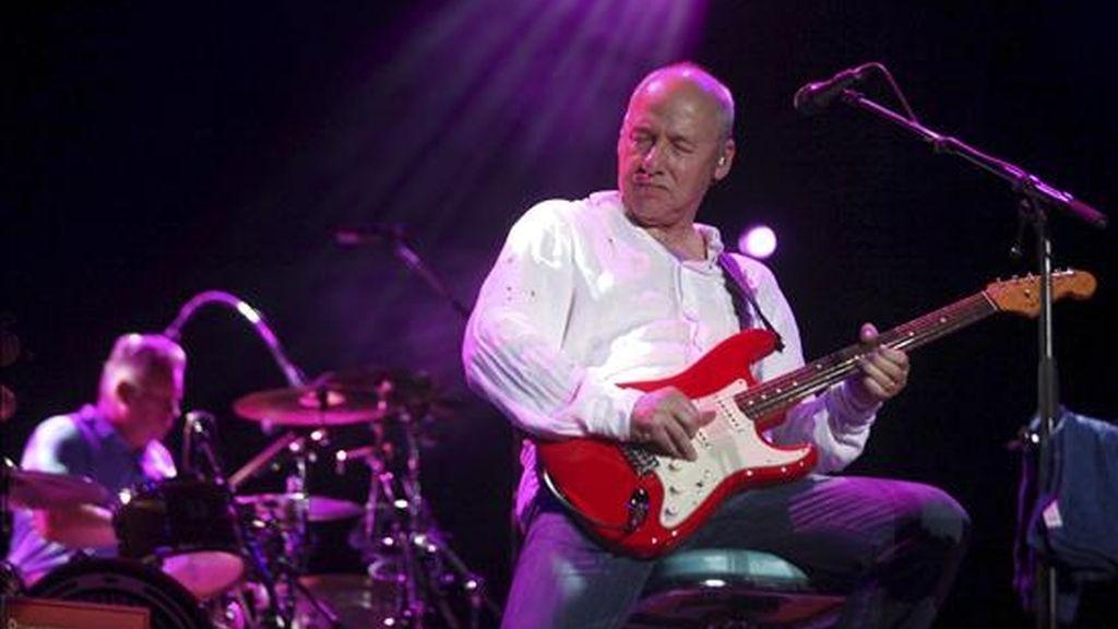 """El guitarrista escocés Mark Knopfler, ex-líder de los Dire Straits, clausura el 30 Festival Internacional de la Guitarra de Córdoba con un concierto en el que dio a conocer su último trabajo """"Get lucky"""". EFE/Rafa Alcaide"""