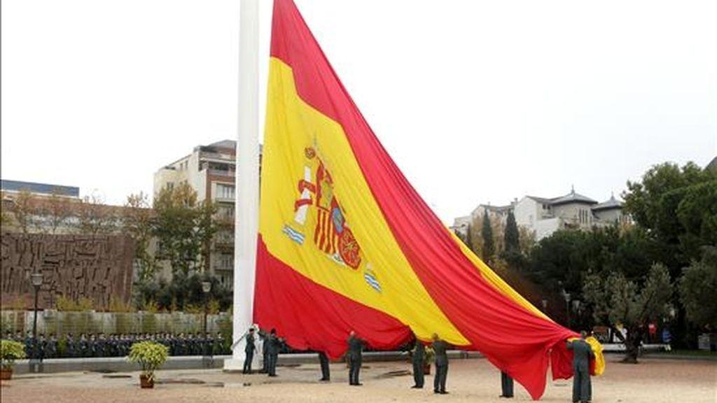 Acto solemne de izado de la bandera nacional, con motivo del Día de la Constitución, celebrado el lunes en Madrid. EFE