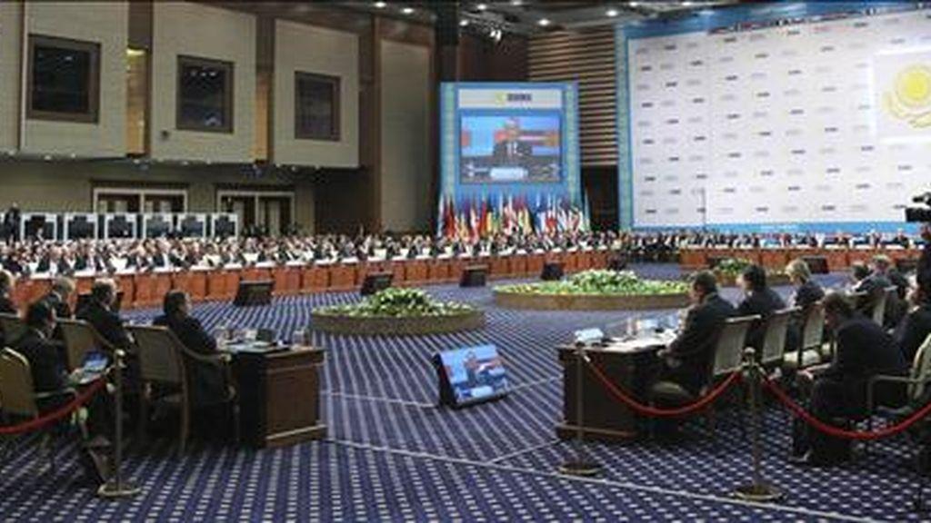 Vista general de la conferencia de los países miembros de la Organización para la Seguridad y la Cooperación de Europa (OSCE), que se reúnen hasta hoy en Astaná (Kazajstán), para abordar diversos conflictos regionales en Asia y el Cáucaso en un clima de claro acercamiento entre Moscú y Washington. EFE