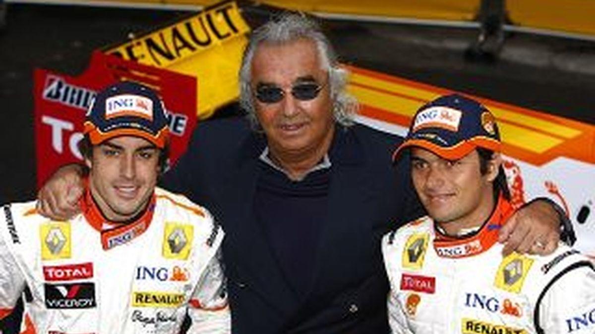 Fernando Alonso, Falvio Briatore y Nelsinho Piquet en los tiempos en que formaban parte de la escudería Renault.