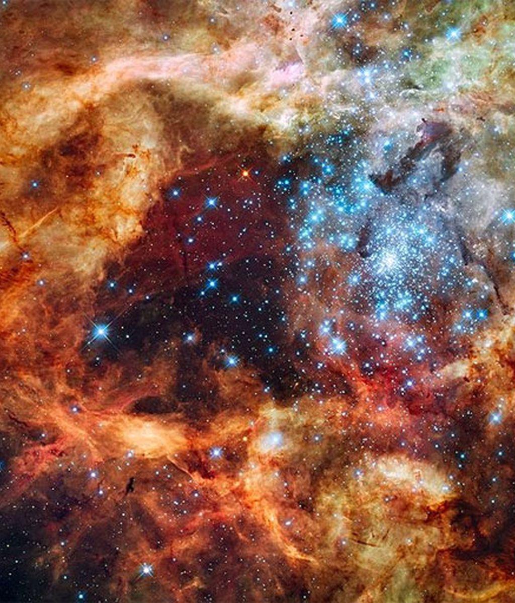 La estrella, denominada R136a, a unos 165.000 años luz de distancia, tiene una masa actual de 265 masas solares. Foto: Hubble Space Telescope.