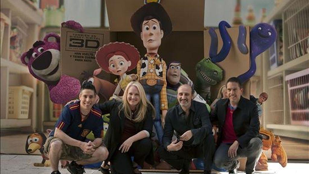 Carlos Baena, animador en Pixar; la productora Darla Anderson; el actor y doblador español Jose Luis Gil, y el director, Lee Unkrich, de izda a dcha, durante la presentación de Toy Story 3, rodada en 3D, que se estrenará en España el próximo 21 de julio. EFE