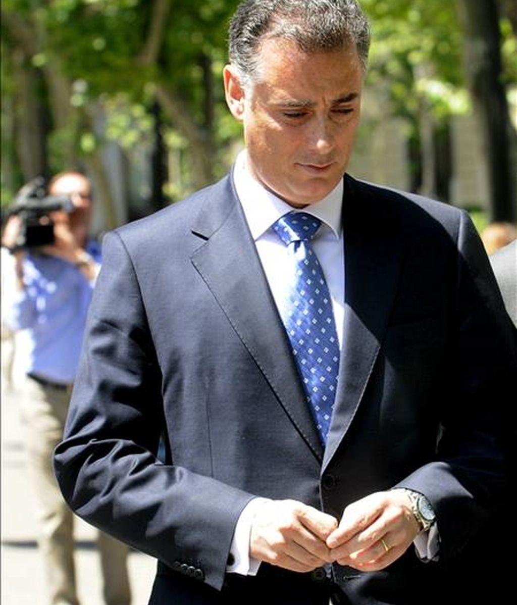El ex consejero de Deportes Alberto López Viejo a su salida del Tribunal Superior de Justicia de Madrid (TSJM), donde prestó declaración ante el magistrado Antonio Pedreira, que instruye el caso caso Gürtel, el pasado 7 de mayo. EFE/Archivo