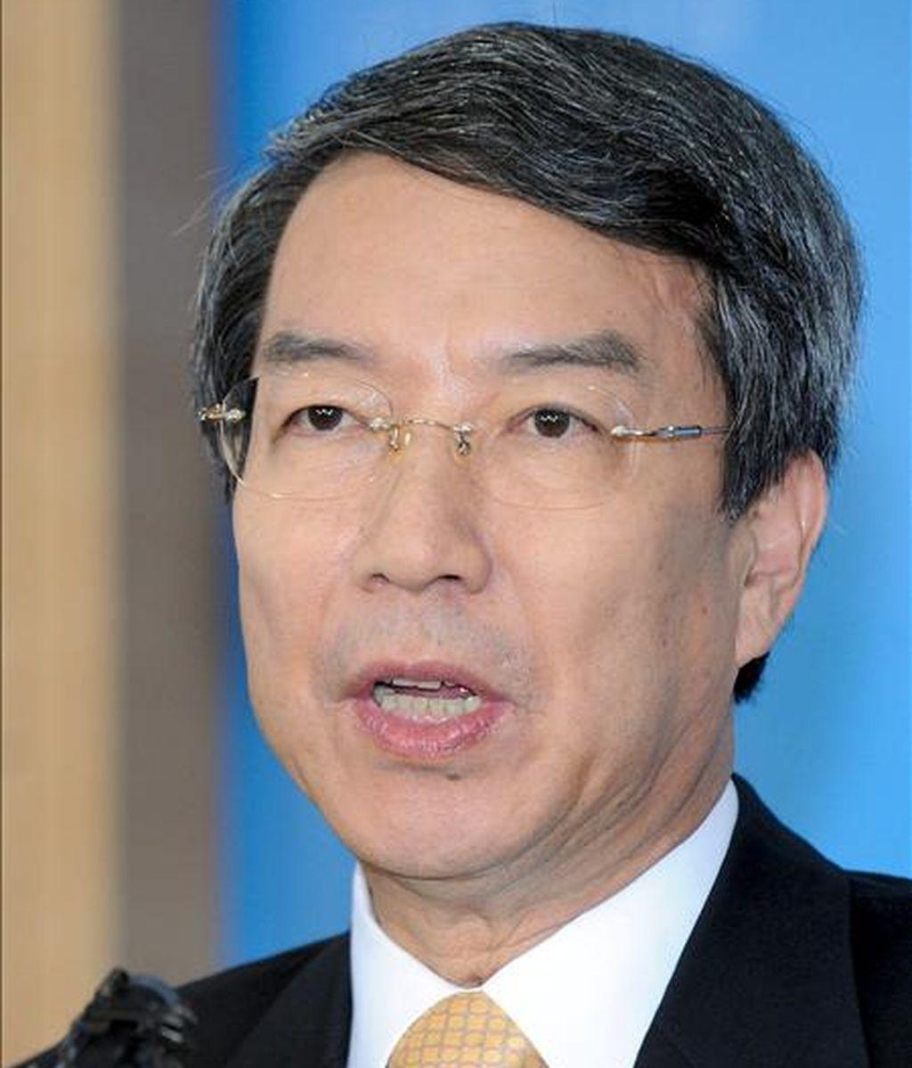 El primer ministro surcoreano, Chung Un-Chan, da una rueda de prensa sobre su dimisión en Seúl (Corea del Sur). El primer ministro Chung Un-chan presentó hoy su dimisión tras el reciente rechazo en el Parlamento de la ley que promovía para crear un centro de negocios en una región central del país. EFE/Bae Jun-Yeong