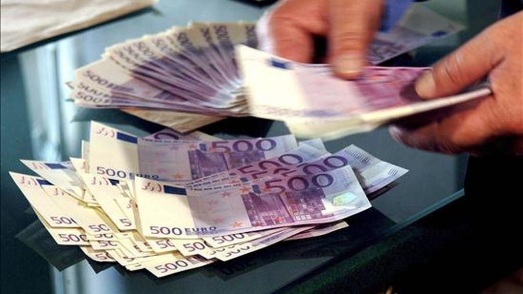 El Tesoro Público español colocó hoy aproximadamente 6.000 millones de euros en una emisión de deuda sindicada a diez años, según adelantaron a Efe fuentes financieras. EFE/Archivo