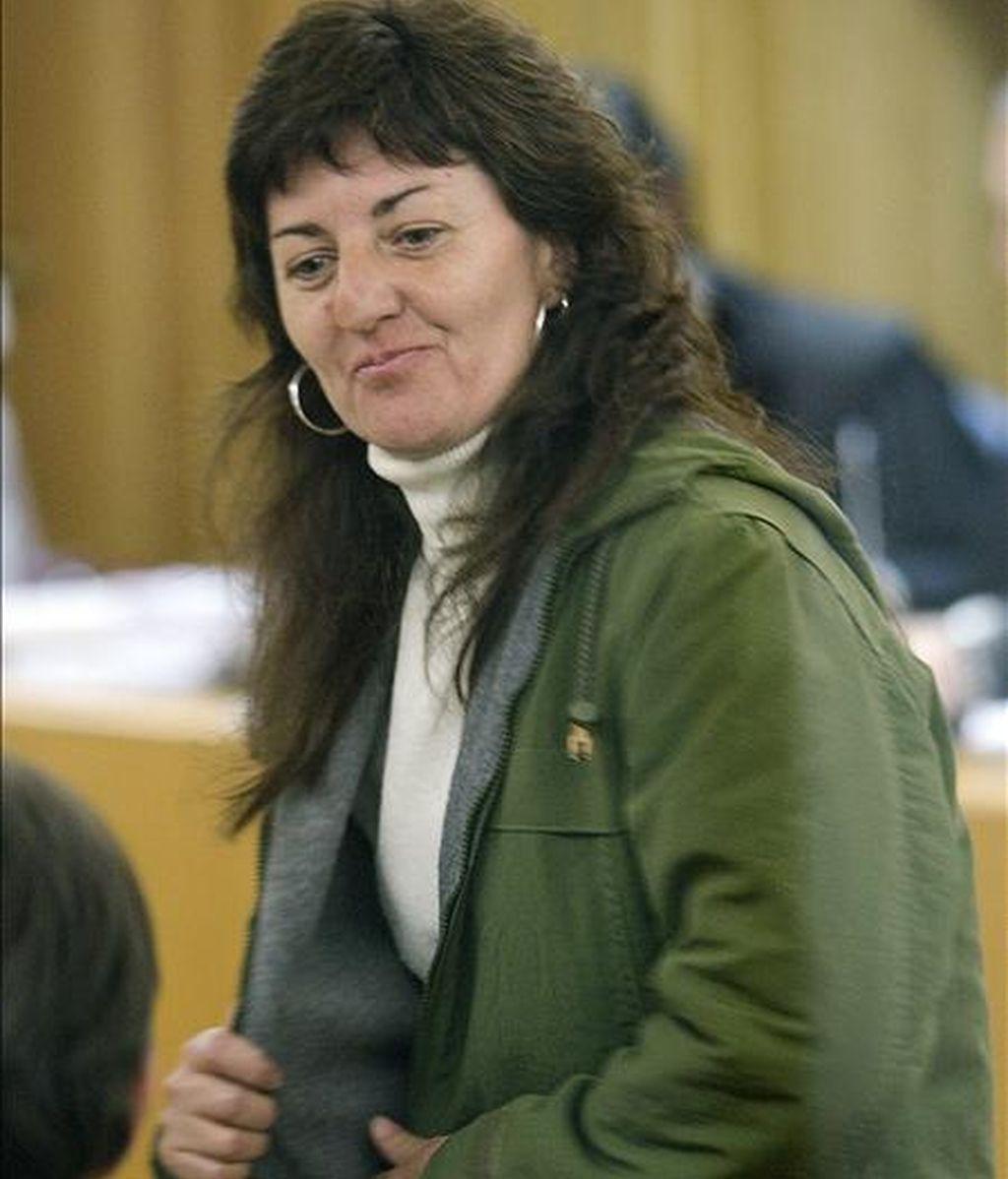 La miembro de los GRAPO María de los Angeles Ruíz, durante el juicio celebrado hoy en la Audiencia Nacional, en el que el fiscal pide siete años de cárcel para ella por el atraco a un furgón blindado en Barcelona, el 23 de septiembre de 2000. EFE