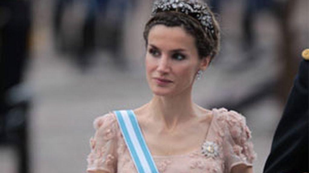 Felipe Varela ha sido la elección de doña Letizia en las últimas bodas reales a las que ha asistido. Foto: Gtres