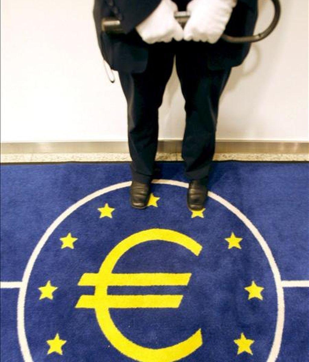 La economía de la zona euro se redujo un 2,5 por ciento en el primer trimestre del año, la peor cifra desde el inicio de los registros en 1995. EFE/Archivo