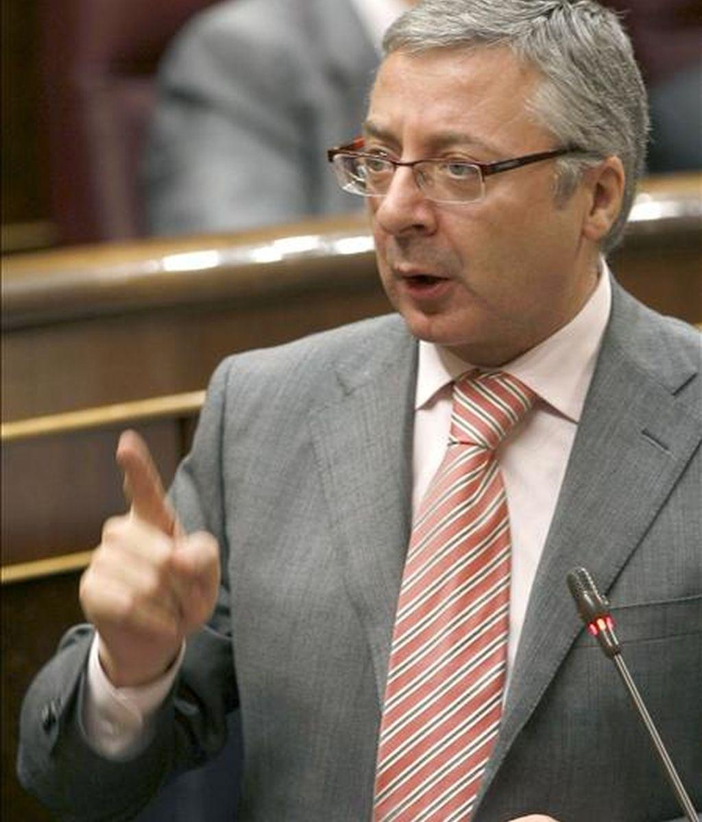 El ministro de Fomento, José Blanco, durante su intervención hoy en la sesión de control al Ejecutivo del pleno del Congreso de los Diputados. EFE