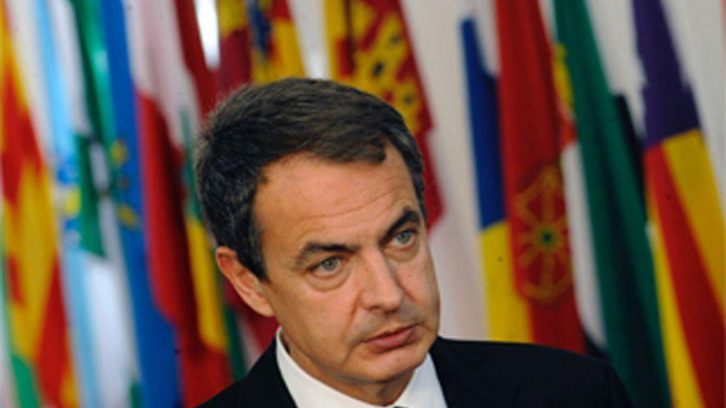 """Zapatero reitera la """"solidez, la solvencia y la confianza"""" de la deuda española"""