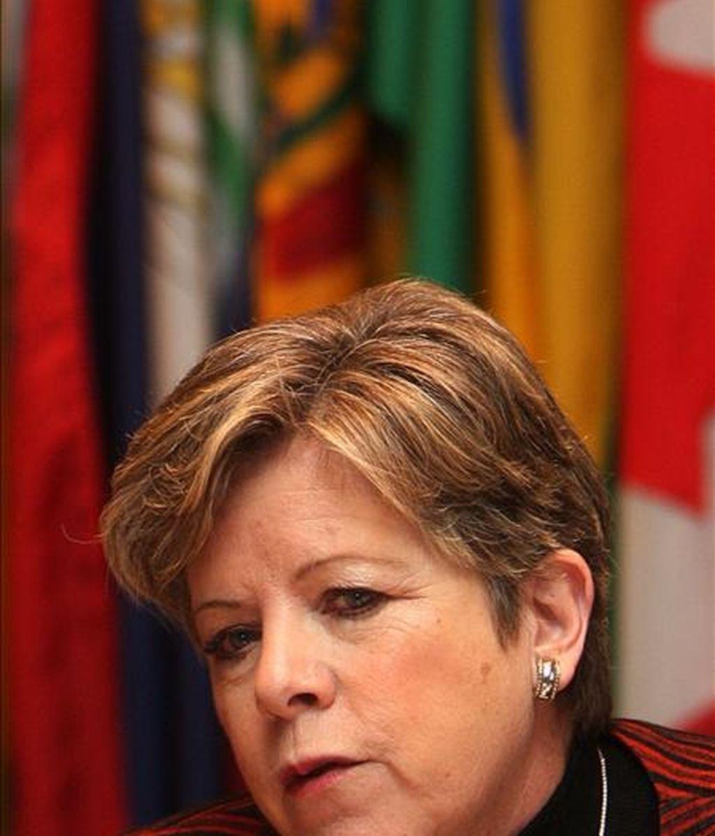 """La titular de la CEPAL, Alicia Bárcena, entregó un informe elaborado por el organismo, que bajo el título de """"La hora de la igualdad. Brechas por cerrar, caminos por abrir"""" insta a los países de América Latina a """"repensar"""" su modelo de desarrollo. EFE/Archivo"""