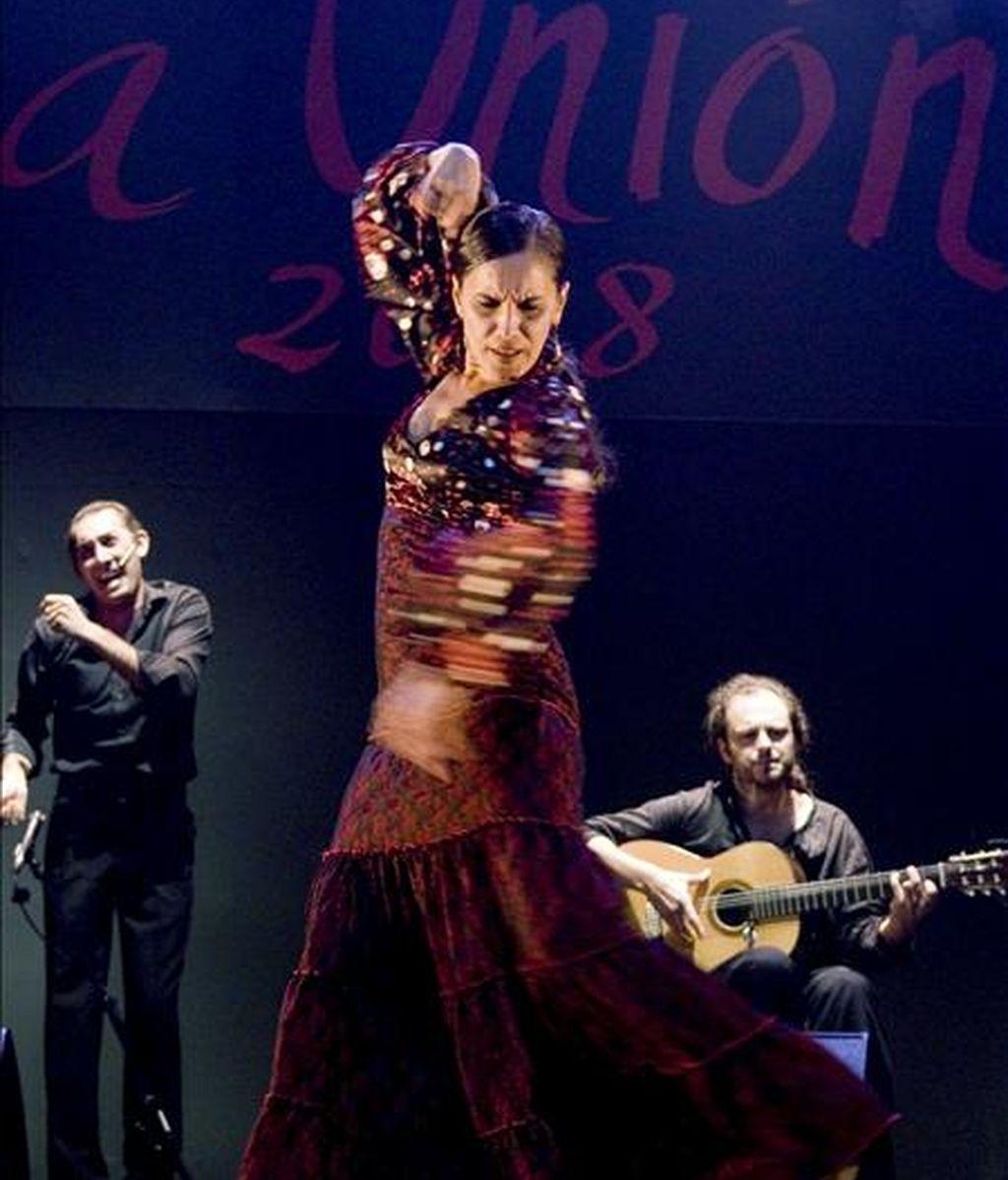 La joven bailaora sevillana Rafaela Carrasco, una de las más destacadas represente del baile flamenco de vanguardia, cuya compañía intervendrá en el Festival flamenco de Düsseldorf (Alemania). En la imagen, Carrasco durante su actuación en el festival internacional del Cante de las Minas de La Unión (Murcia) en agosto pasado. EFE/Archivo