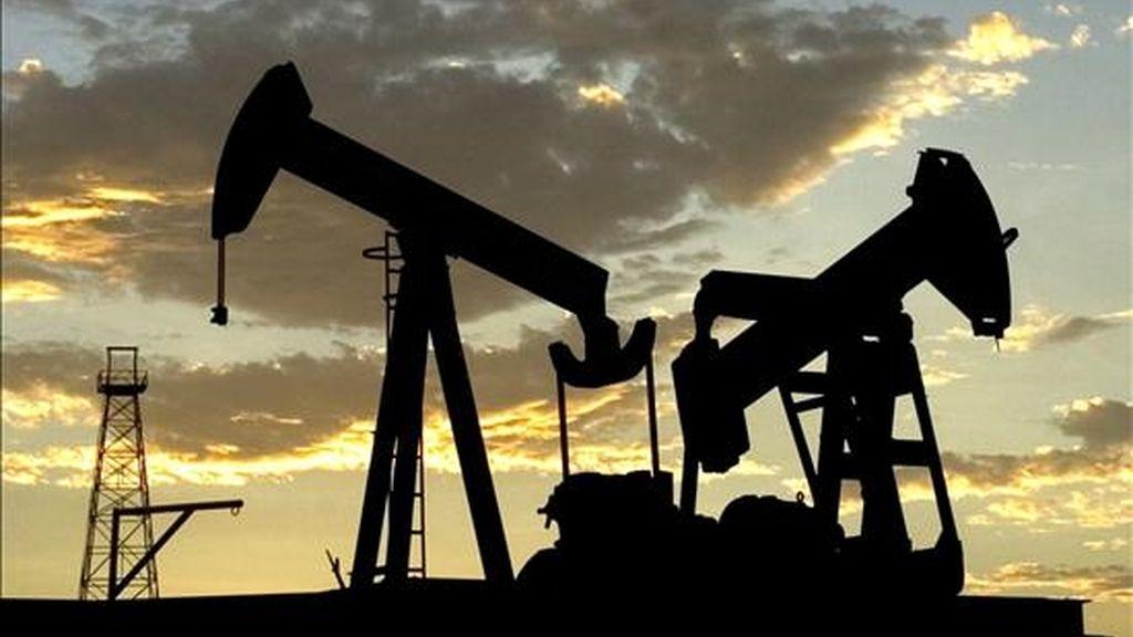 Al concluir las contrataciones en la Bolsa Mercantil de Nueva York (Nymex), los contratos de Petróleo Intermedio de Texas (WTI) para entrega en junio sumaron 77 centavos al precio del miércoles. EFE/Archivo