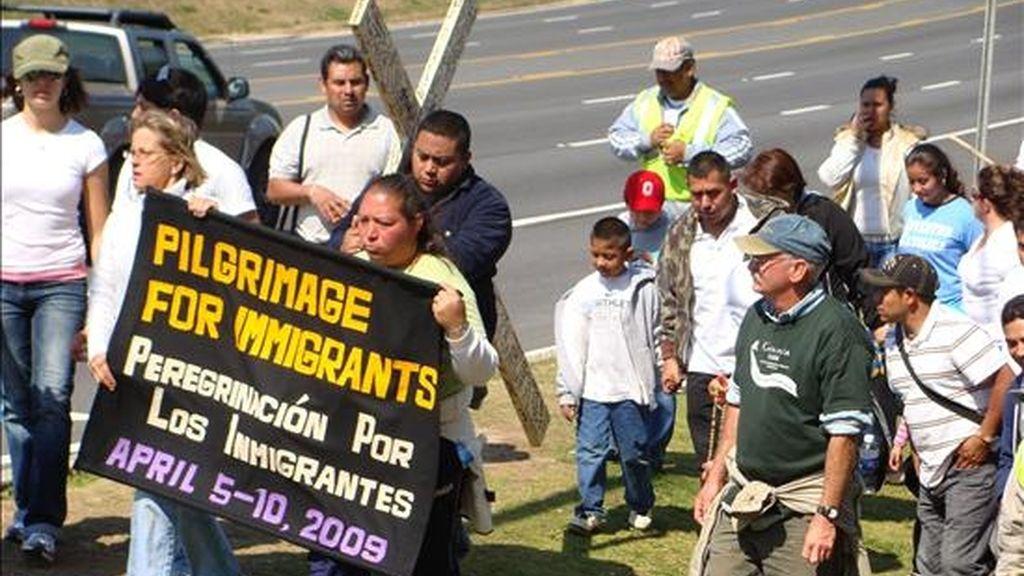 Imagen del pasado 8 de abril de una manifestación a favor de los inmigrantes en Georgia (EE.UU.) para pedir el cese de las deportaciones y abogar por una reforma migratoria integral. EFE