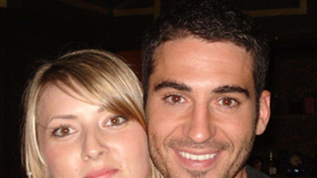 Sonia (arriba)y Virginia (abajo) junto a Miguel Ángel Silvestre