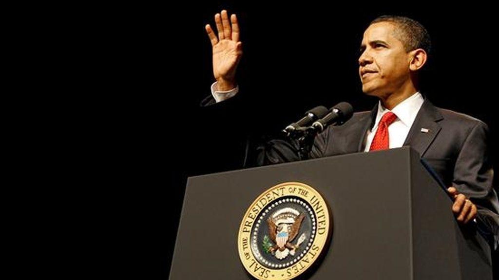 El presidente estadounidense Barack Obama pronuncia un discurso durante la ceremonia de investidura del Fiscal General del Estado, Eric Holder (fuera de la imagen), en la Universidad de George Washington en Washington DC, EEUU, el pasado viernes. EFE/Archivo