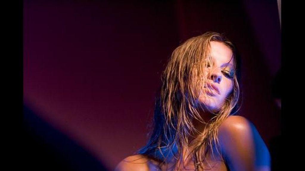 La modelo brasileña posa para una firma de lencería íntima