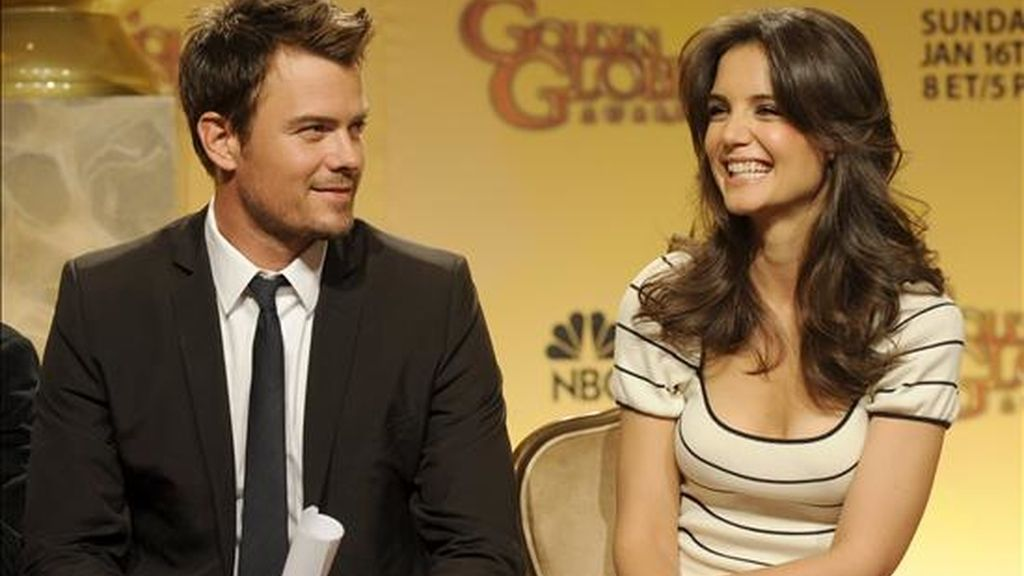Los actores estadounidenses Josh Duhamal (i) y Katie Holmes (d) sonríen antes de dar a conocer  los nominados de la sexagésimo octava edición de los Premios Globos de Oro, revelados en Beverly Hills, Estados Unidos. EFE