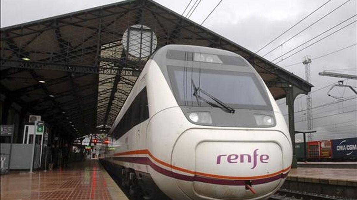 La huelga de 24 horas anunciada para hoy y mañana por el Comité de Empresa de RENFE ha quedado desconvocada pasadas las 4.30 horas de esta madrugada, por lo que todos los servicios funcionarán hoy con normalidad. EFE/Archivo