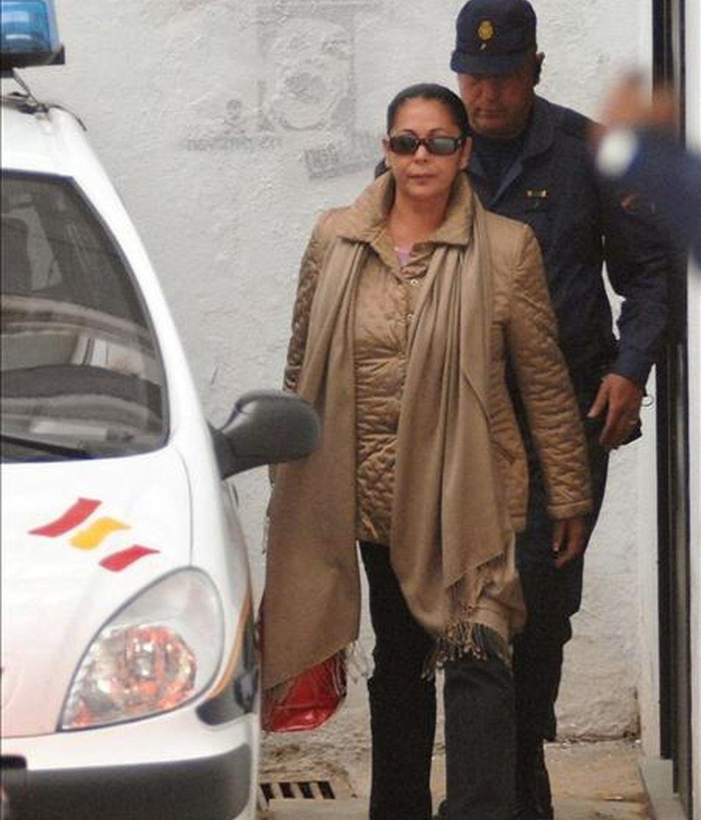 """La tonadillera Isabel Pantoja, en mayo de 2007 a su salida de los juzgados de Marbella al quedar en libertad tras abonar la fianza de 90.000 euros impuesta por el juez instructor del """"caso Malaya"""", que le acusa de un delito de blanqueo de capitales. EFE/Archivo"""