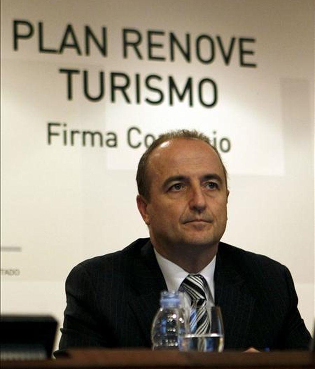 El ministro de Industria, Turismo y Comercio, Miguel Sebastián, presidió en Madrid la firma del Convenio con el ICO para instrumentar la Línea de Financiación del Plan Renove de Turismo 2009. EFE/Archivo
