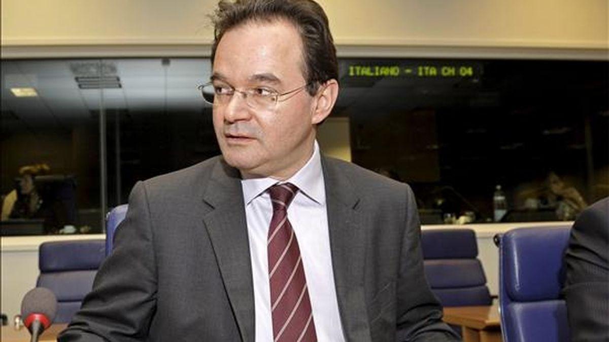 El ministro de Finanzas griego, Yorgos Papaconstantínu, durante una reunión. EFE/Archivo