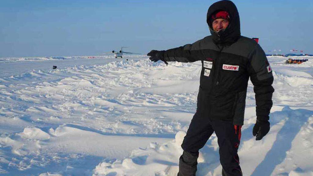 Jesús Calleja en una base flotante ubicada a 180 km del Polo Norte