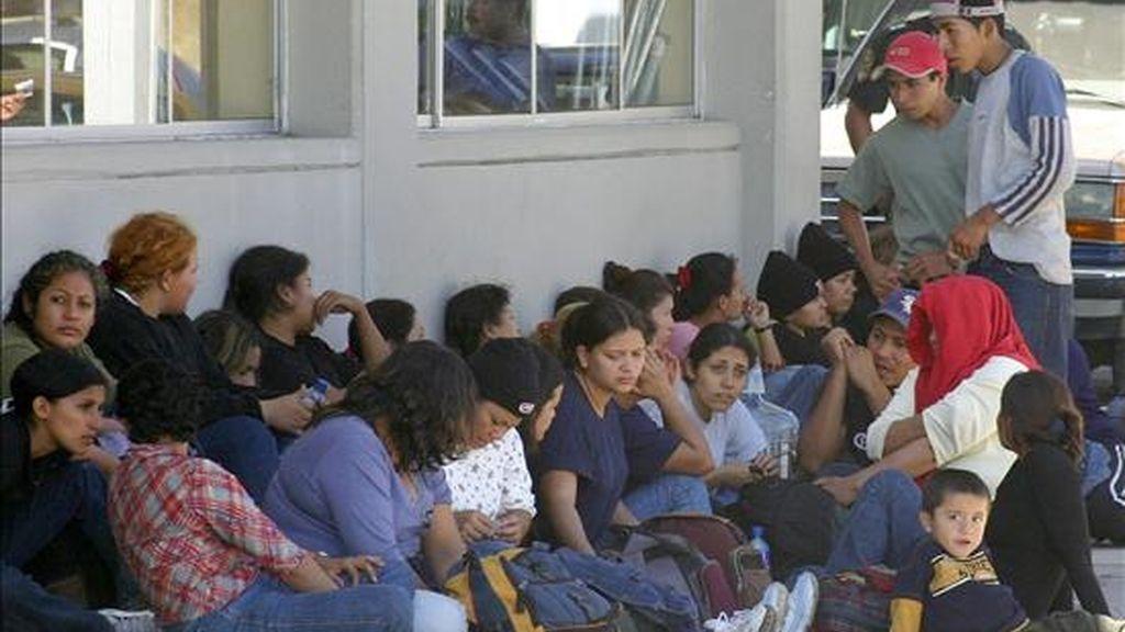 El gobierno de Obama prepara una propuesta de ley para la inmigración que podría abrir la senda a la legalización de millones de extranjeros, en su mayoría latinoamericanos, que viven y trabajan sin la documentación apropiada en Estados Unidos. EFE/Archivo