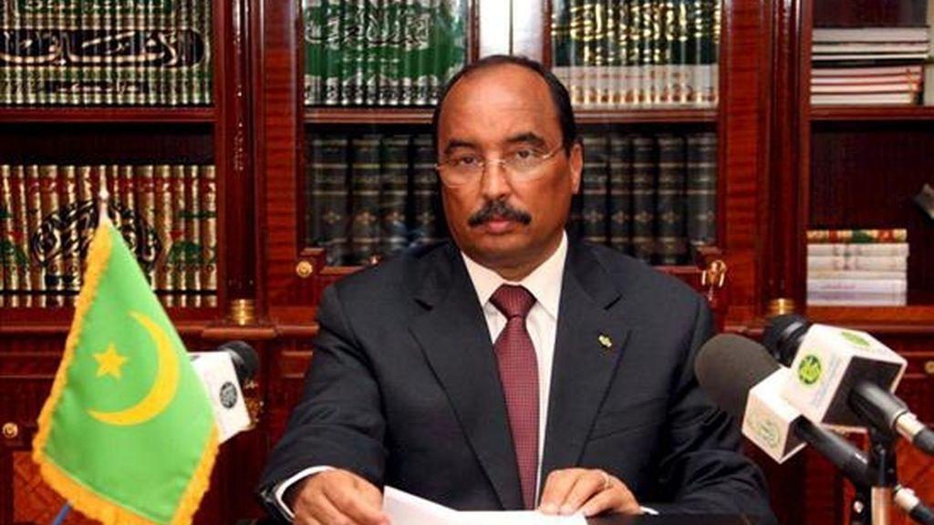 El jefe de la junta que gobierna Mauritania desde el golpe de estado del pasado año, general Mohamed Ould Abdel Aziz, se dirige a la nación para anunciar que abandona el poder para participar en las elecciones presidenciales anticipadas del próximo 6 de junio, en la oficina presidencial en Nouakchott, Mauritania, hoy, 16 de abril.EFE/Ahmed El Hadj