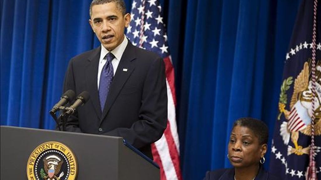 El presidente de EE.UU., Barack Obama, pronuncia un discurso junto a Ursula M. Burns, directora general de Xerox, durante la reunión del Consejo de Exportaciones Presidencial mantenida en Washington, EE.UU., este 9 de diciembre. EFE
