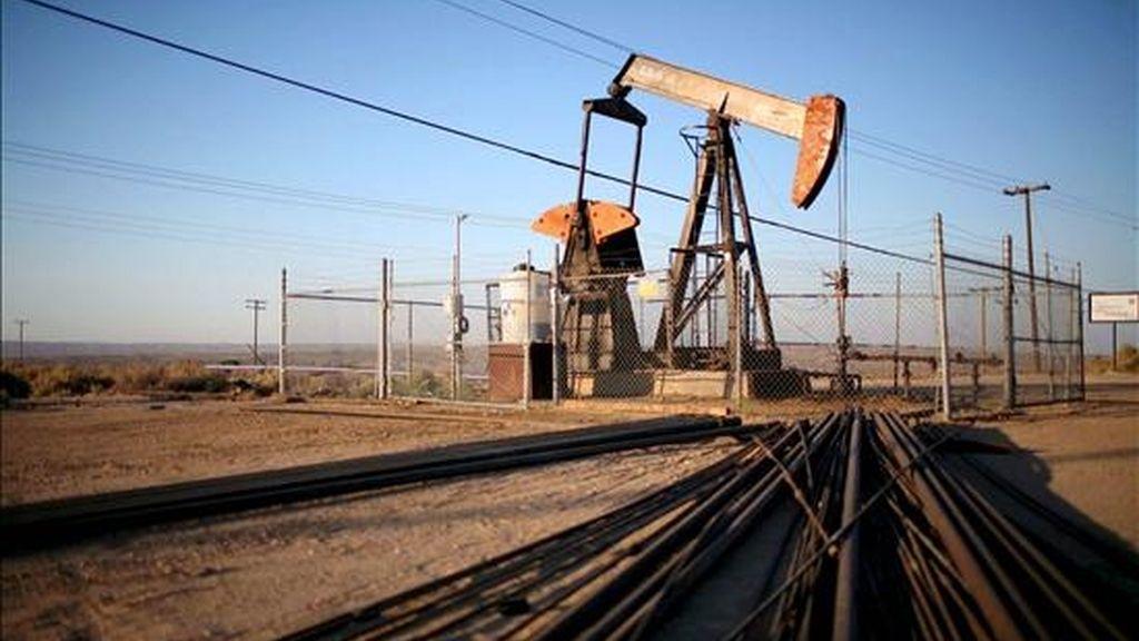 Al concluir la sesión, los contratos de Petróleo Intermedio de Texas (WTI) para entrega en agosto, que desde hoy se toman como referencia, sumaron 1,74 dólares al precio de la jornada anterior. EFE/Archivo