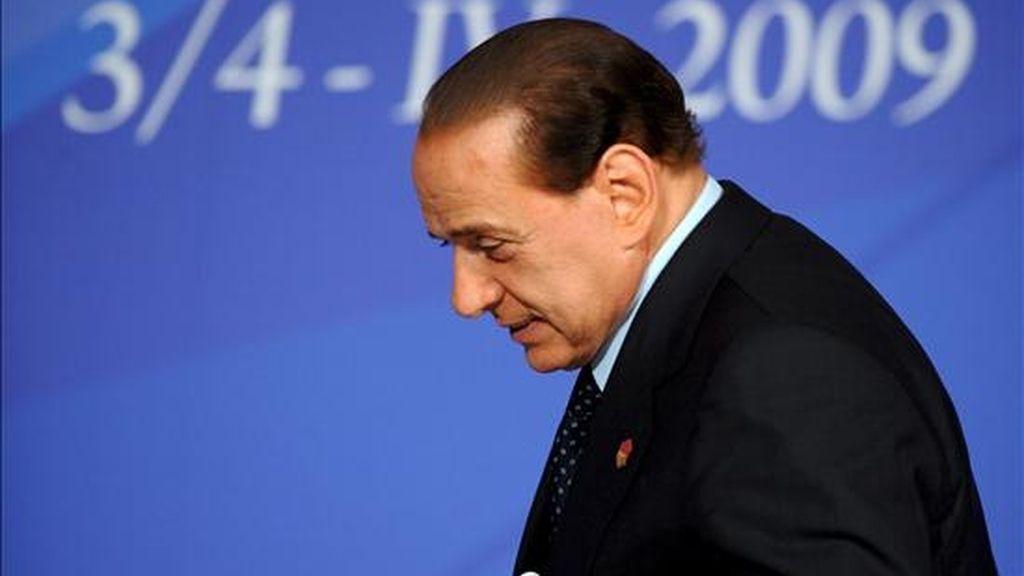 El primer ministro italiano, Silvio Berlusconi, durante la rueda de prensa que ofreció tras la sesión final de la cumbre del 60 aniversario de la Alianza Atlántica que se celebró en Estrasburgo, Francia, el pasado sábado 4 de abril. EFE/Archivo