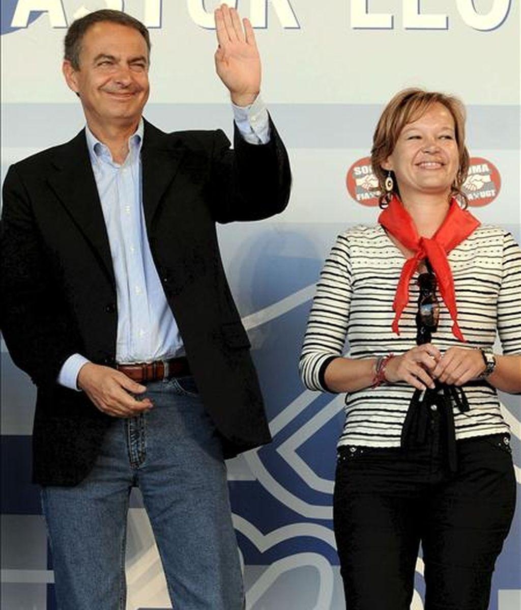 El presidente del Gobierno de España, José Luis Rodríguez Zapatero, junto a la secretaria de Organización del PSOE, Leire Pajín, el año paado ne la celebración de la XXIX Fiesta Minera Asturleonesa de Rodiezmo (León). EFE/Archivo