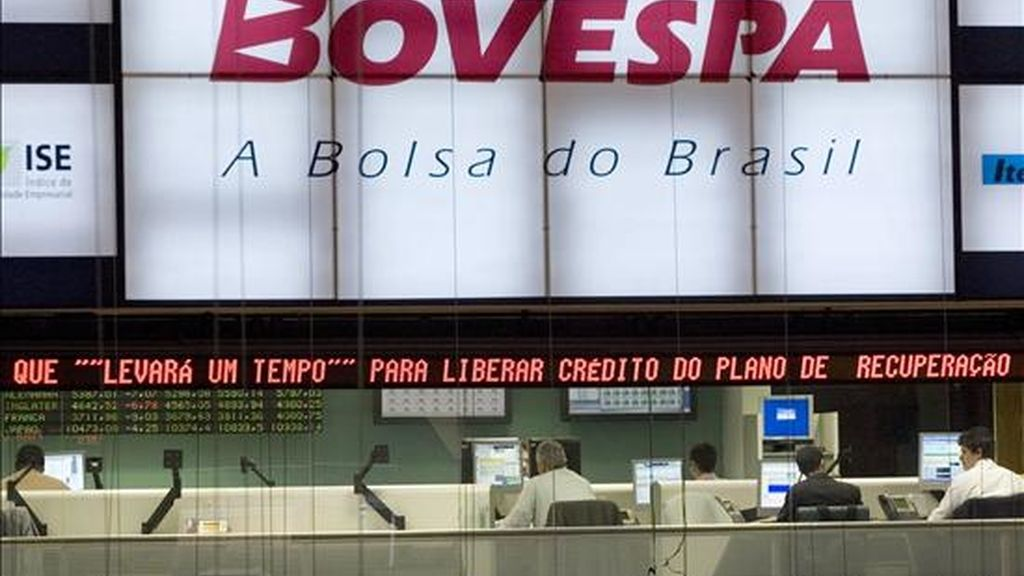En Sao Paulo, la principal de la región, el Ibovespa cedió 0,47% y finalizó en 67.908 puntos, tras operaciones por 5.218 millones de reales (3.026 millones de dólares). EFE/Archivo